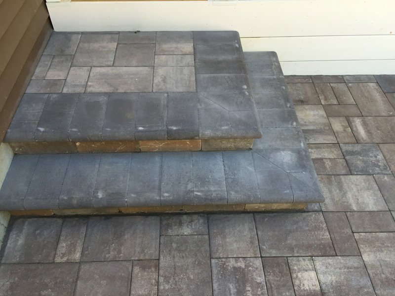 Paver landing with coping tread